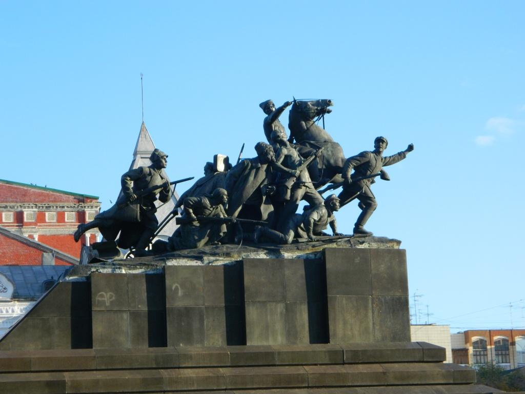 Памятник чапаеву фото